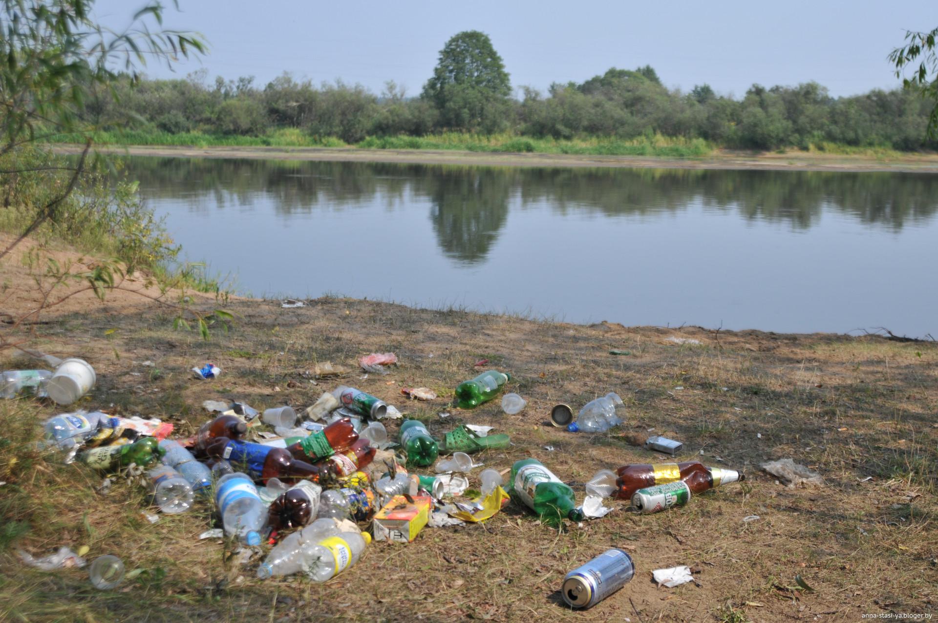 мусором с берег картинка реки