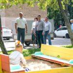 Глава города проверил детские площадки в Коломне