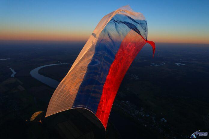 Самый большой в мире флаг День российского флаг