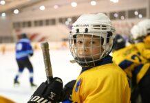 Лебедев сыграл в хоккей