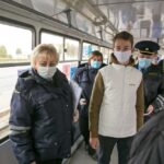 волонтеры раздавали маски