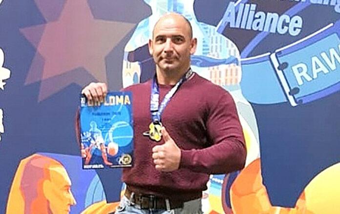 Юрий Подкатнов чемпион пауэрлифтингу