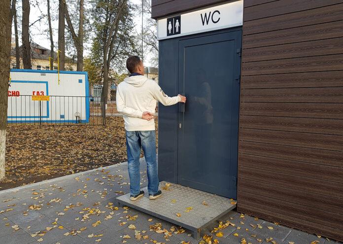 нехватка общественных туалетов