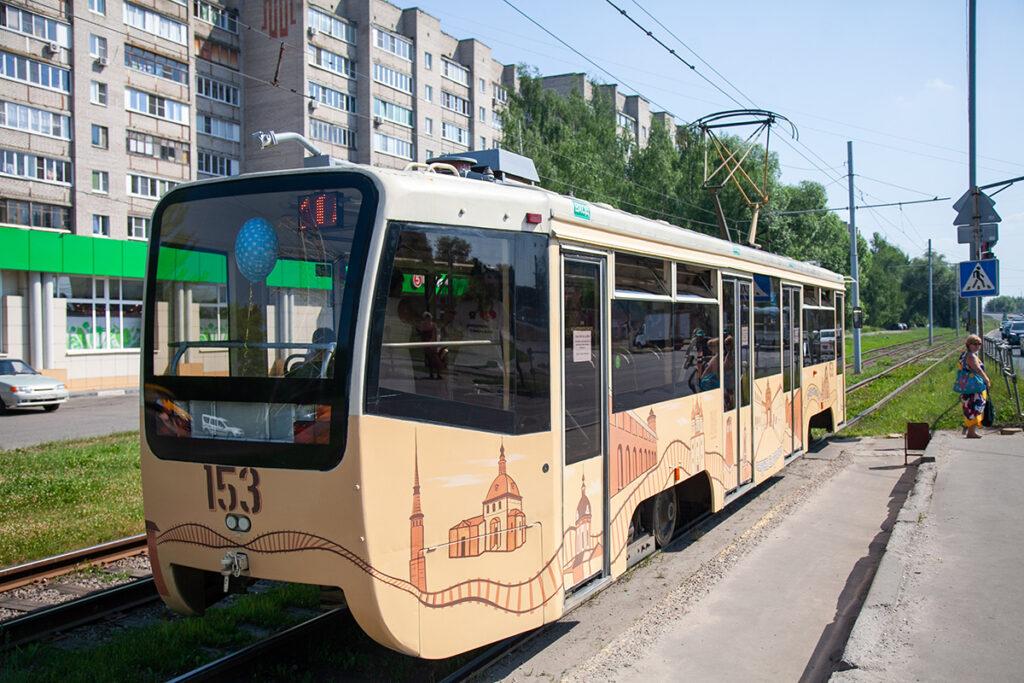 брендированный трамвай