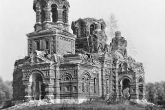 Разоренный храм в селе Гололобово
